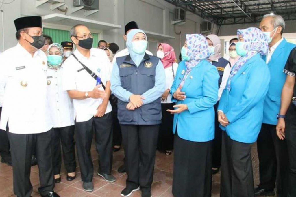 Gubernur Khofifah Tinjau Vaksinasi Dosis Ke-2 di Lamongan