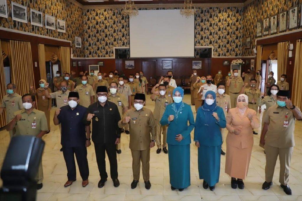 Bersama pejabat yang dilantik. (ist) - Awal Tahun 2021, Wali Kota Malang Lantik 31 Pejabat Baru