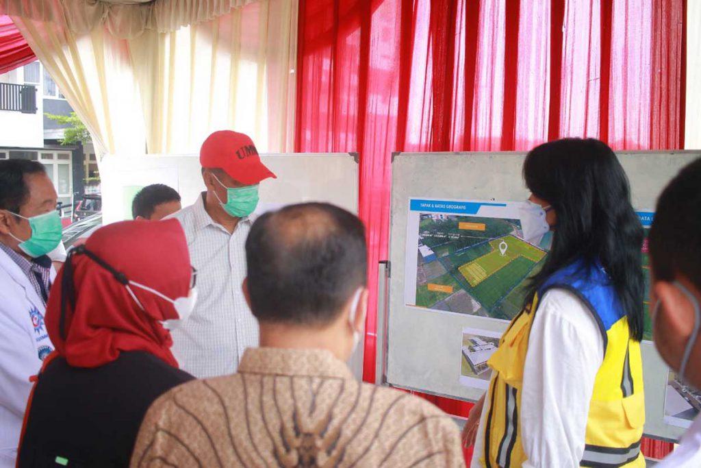 Penjelasan desain pembangunan RS Lapangan di RS UMM. (ist) - UMM - Kementrian PUPR - BNPB Bangun RS Lapangan Covid-19