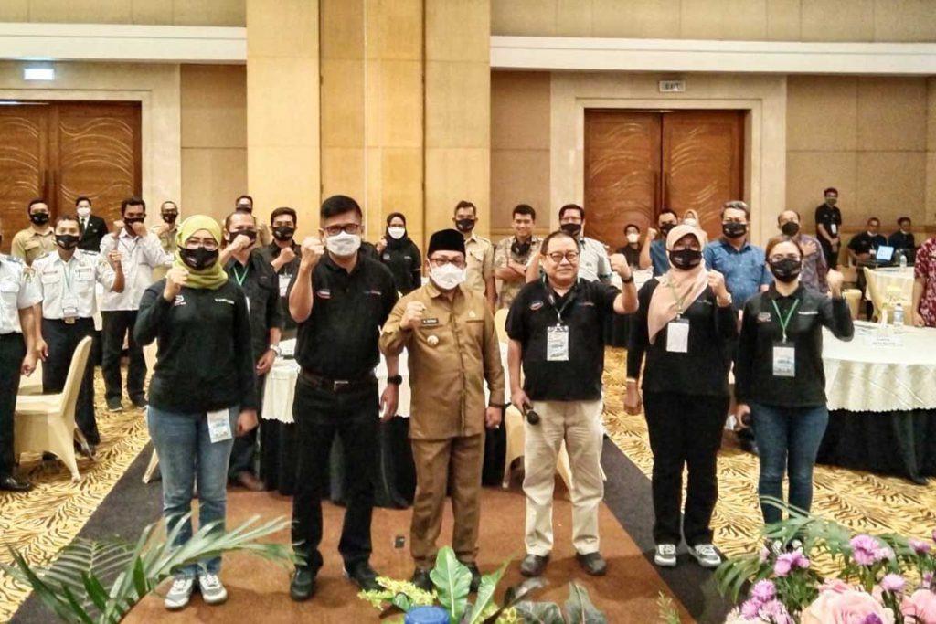 Sutiaji berikan sambutan di seminar satu hari Siklon. (ws1) - PJU di Kota Malang Surplus, Sutiaji: Kita Butuh Smartnya