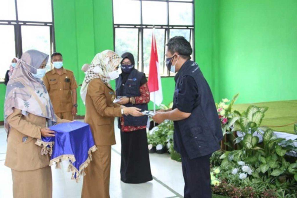 Wakil Bupati Kediri, Dewi Mariya Ulfa saat melaunching Pendataan Keluarga Tahun 2021 (PK21) di gedung Balai Desa Manyaran, Kecamatan Banyakan, Selasa (06/04/2021) - Mbak Wabup Dorong Masyarakat Ikut Sukseskan PK21