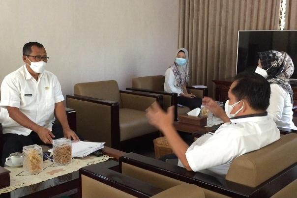 Sekretariat Dewan DPRD saat membahas SIPRADA.