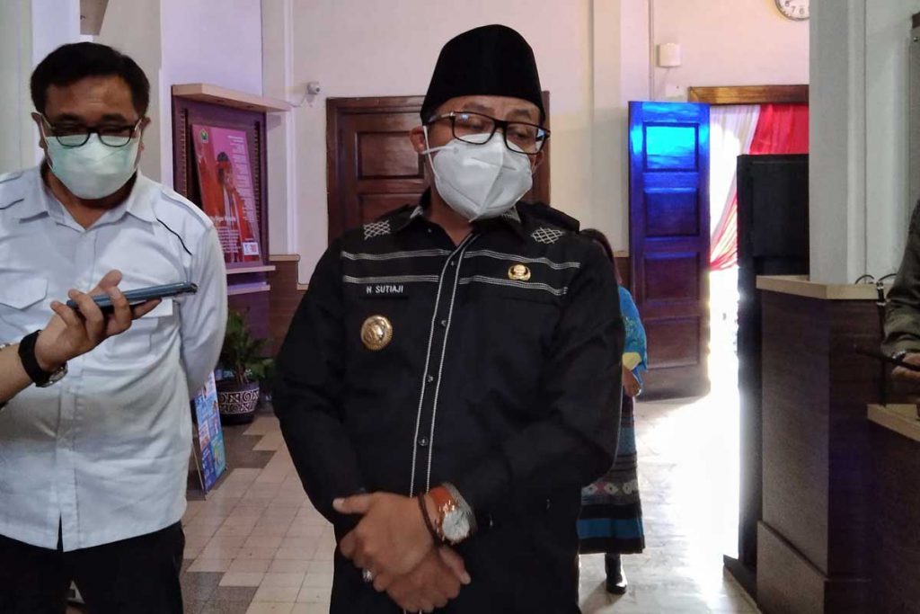 Walikota Malang, Sutiaji ditemui di lobi Balaikota Malang. (jaz) - Deputi Kemenko Marves Usulkan Isolasi Ibu Hamil di Malang