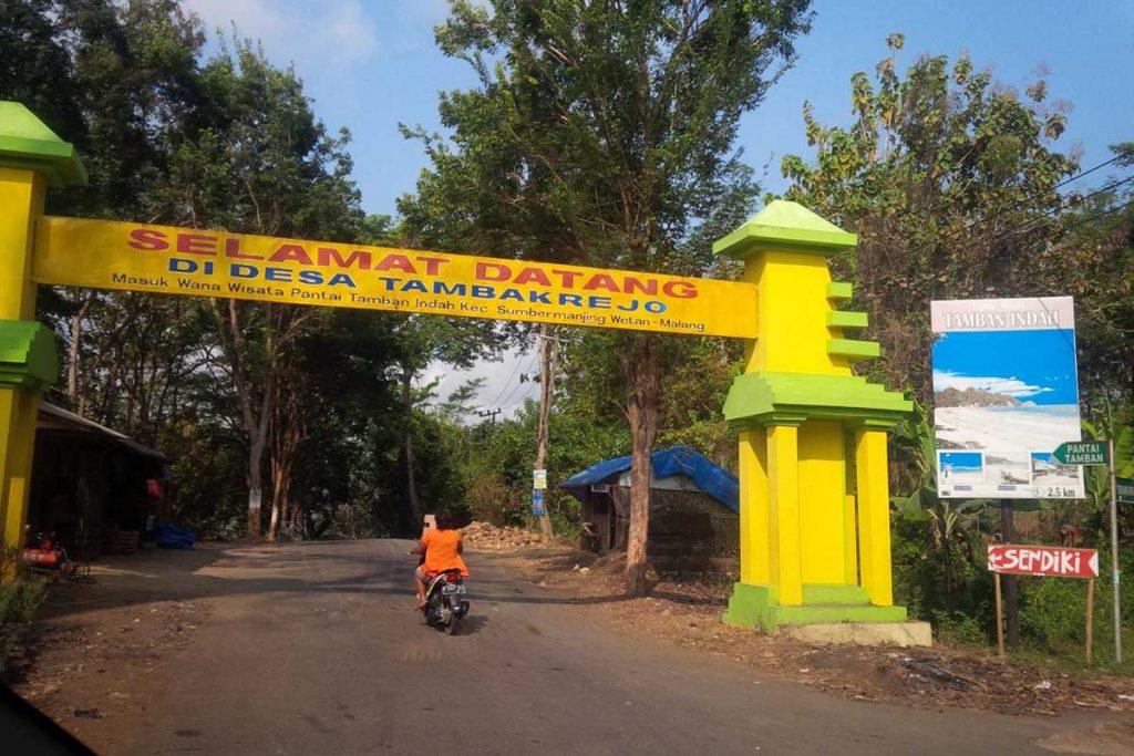 Gerbang Desa Tambakrejo, Kecamatan Sumbermanjing, Kabupaten Malang. (ist) - BMKG Karangkates Usulkan Desa Tambakrejo ke UNESCO