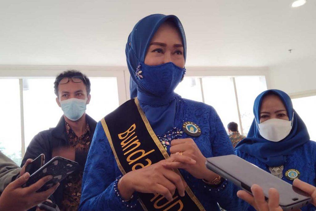 Bunda PAUD Kota Malang, Hj Widayati Sutiaji, ketika dimintai keterangan. (jaz) - Pengukuhan Pokja Bunda PAUD, Tangani Pendidikan Hingga Parenting