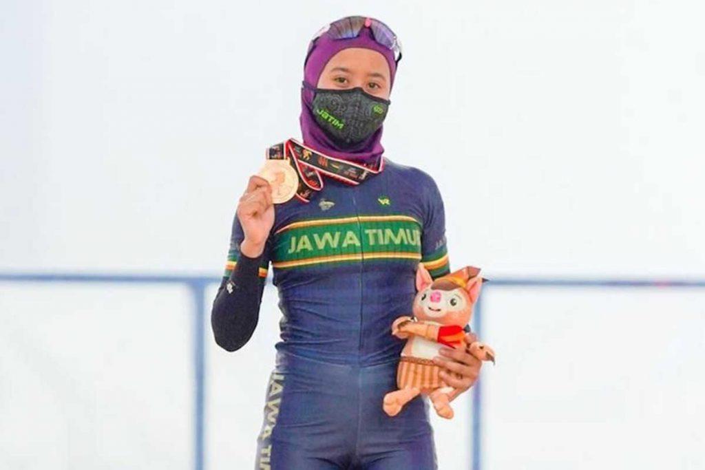 Delfa Amalya Putri, menyumbangkan medali perunggu cabor sepatu roda. (ist) - Mahasiswa UM Sumbang Medali di PON XX Papua 2021